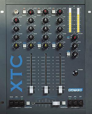Dateq XTC 3 kanaals DJ Mixer